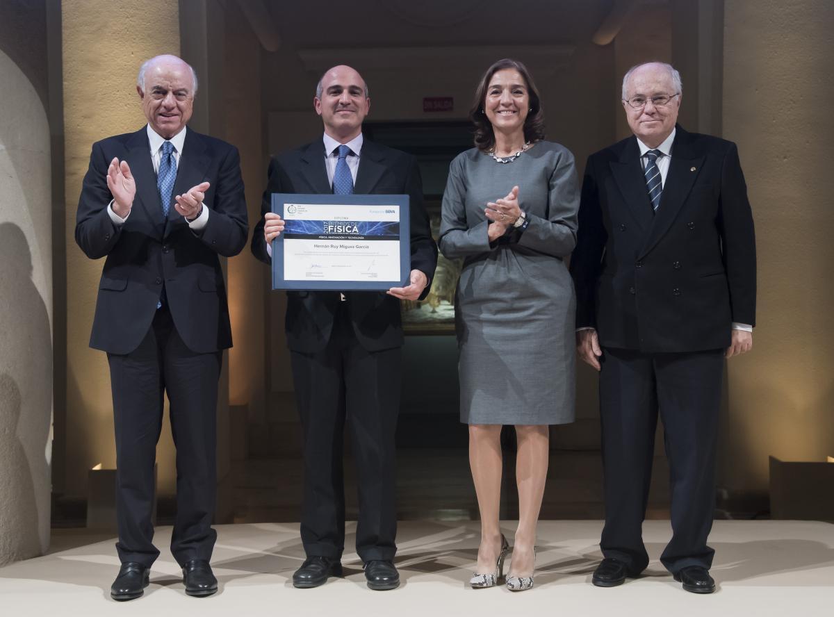 Premios instituto de ciencia de materiales de sevilla - Carmen navarro en sevilla ...